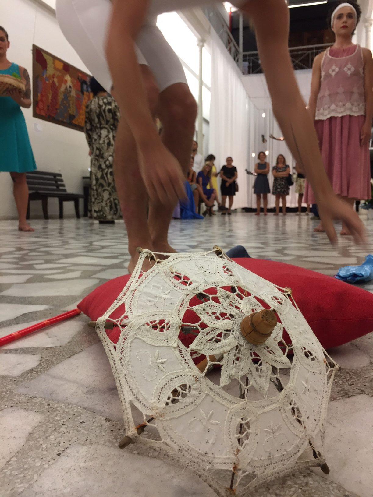 """A exposição """"Quadros"""" mostra o trabalho de tapeçaria de Cecilia Vilela  realizado durante mais de vinte anos, com reproduções de reconhecidas  pinturas que ... 5872b6cfca"""